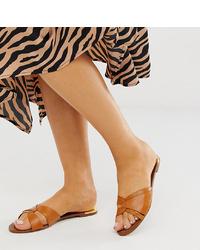 rotbraune flache Sandalen aus Leder von Stradivarius
