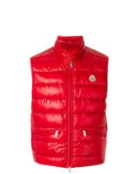 rote ärmellose Jacke