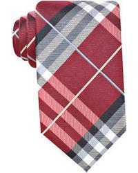 rote Krawatte mit Schottenmuster