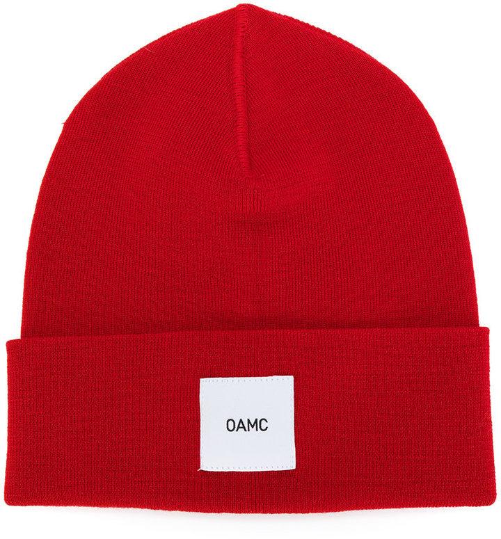 rote Mütze von Oamc