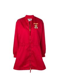 rote Regenjacke von Moschino