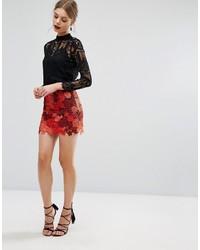 Rote Shorts mit Blumenmuster von Glamorous