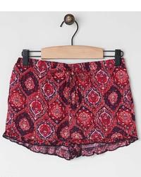 rote Shorts mit Paisley-Muster