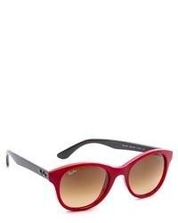 rote Sonnenbrille von Ray-Ban