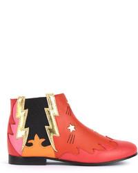 rote Stiefel aus Leder