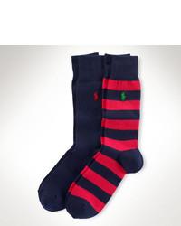 rote und dunkelblaue horizontal gestreifte Socken