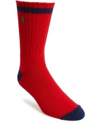 rote und dunkelblaue Socke