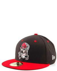 rote und schwarze Baseballkappe
