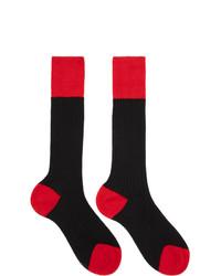 rote und schwarze Socken von Prada