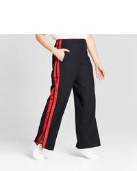 rote und schwarze weite Hose