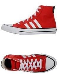 rote und weiße hohe Sneakers