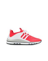 rote und weiße Sportschuhe von Armani Exchange