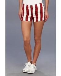 rote vertikal gestreifte Shorts
