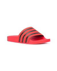rote Zehensandalen von adidas