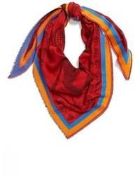 roter bedruckter Schal