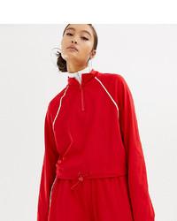 roter Pullover mit einem Reißverschluss am Kragen