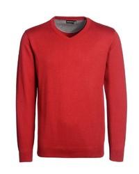 roter Pullover mit einem V-Ausschnitt von Bernd Berger