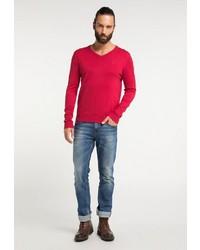 roter Pullover mit einem V-Ausschnitt von Dreimaster