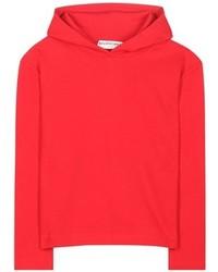 roter Pullover mit einer Kapuze