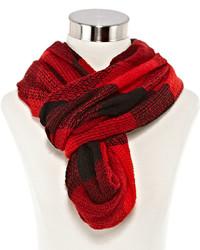 roter Schal mit Karomuster