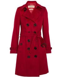 Roter Trenchcoat von Burberry