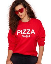 roter und weißer bedruckter Pullover mit einem Rundhalsausschnitt