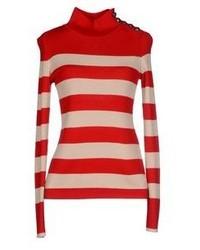 roter und weißer horizontal gestreifter Rollkragenpullover