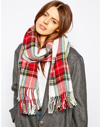 roter und weißer Schal mit Schottenmuster
