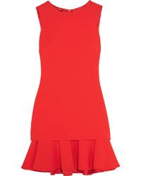 rotes gerade geschnittenes Kleid mit Rüschen