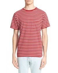 rotes horizontal gestreiftes T-Shirt mit einem Rundhalsausschnitt