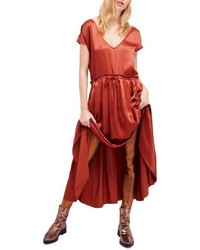 rotes Satin Maxikleid