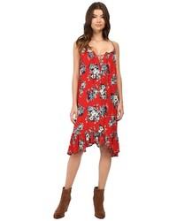rotes schwingendes Kleid mit Blumenmuster