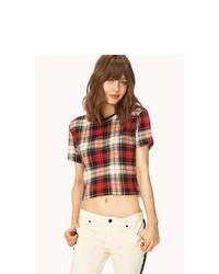 rotes T-Shirt mit einem Rundhalsausschnitt mit Schottenmuster