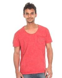 rotes T-Shirt mit einem Rundhalsausschnitt von Catch