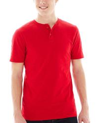 rotes T-shirt mit einer Knopfleiste