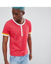 rotes T-shirt mit einer Knopfleiste von Sacred Hawk