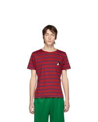 rotes und dunkelblaues horizontal gestreiftes T-Shirt mit einem Rundhalsausschnitt