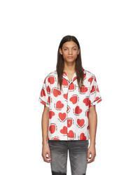 rotes und weißes bedrucktes Kurzarmhemd