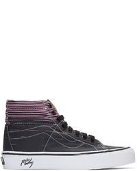 schwarze bedruckte hohe Sneakers aus Segeltuch