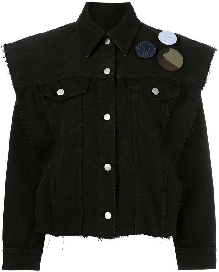 new style 571d0 69f9d €681, schwarze bedruckte Jeansjacke von MM6 MAISON MARGIELA