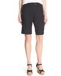schwarze Bermuda-Shorts