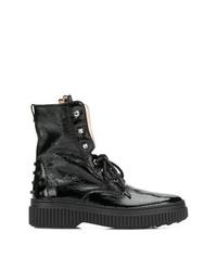 schwarze beschlagene flache Stiefel mit einer Schnürung aus Leder von Tod's