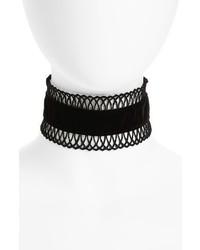 schwarze enge Halskette aus Spitze