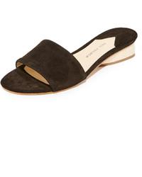 schwarze flache Sandalen aus Wildleder von Paul Andrew