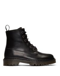 schwarze flache Stiefel mit einer Schnürung aus Leder von A.P.C.