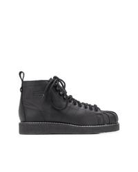 schwarze flache Stiefel mit einer Schnürung aus Leder von adidas