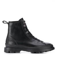 schwarze flache Stiefel mit einer Schnürung aus Leder von Camper