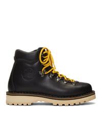 schwarze flache Stiefel mit einer Schnürung aus Leder von Diemme