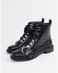 schwarze flache Stiefel mit einer Schnürung aus Leder von Faith