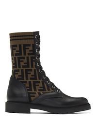 schwarze flache Stiefel mit einer Schnürung aus Leder von Fendi